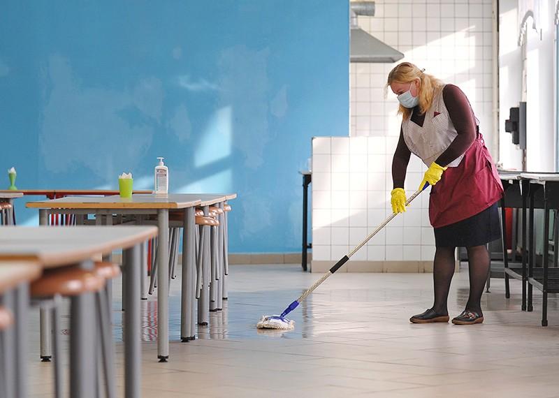 Санитарная уборка в школе