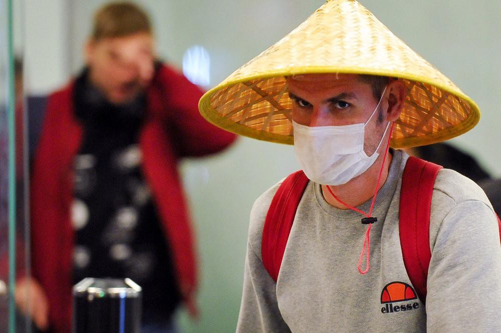 Меры безопасности против распространения коронавируса в аэропорту