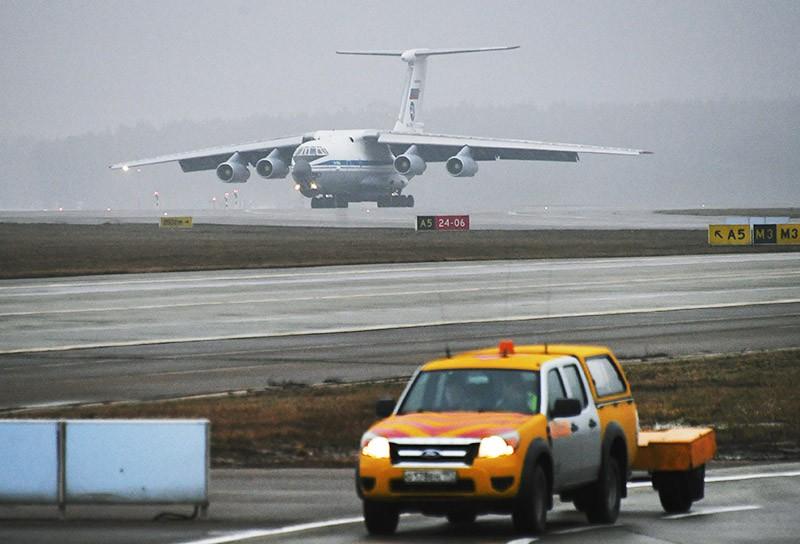 Самолет Ил-76 на аэродроме