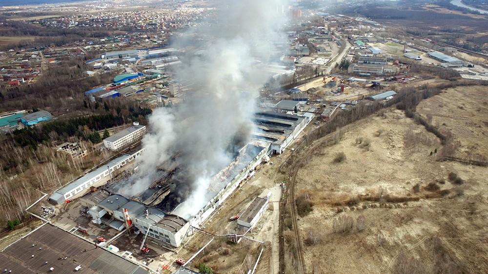 Последствия пожара в промзоне