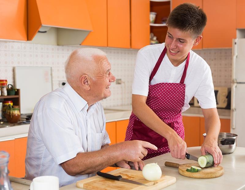 Пенсионер и молодой человек