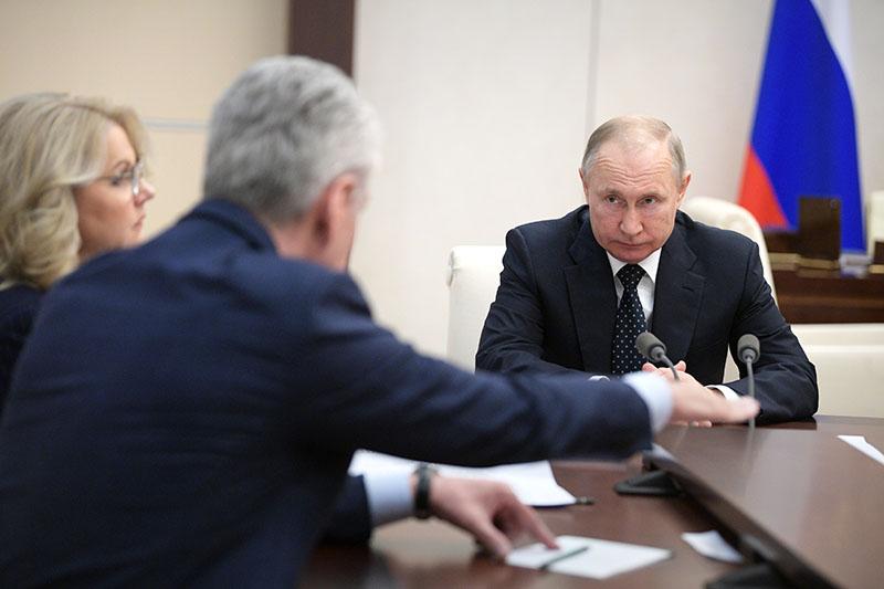 Владимир Путин проводит совещание по ситуации с коронавирусной инфекцией