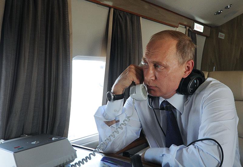 Владимир Путин в салоне вертолета