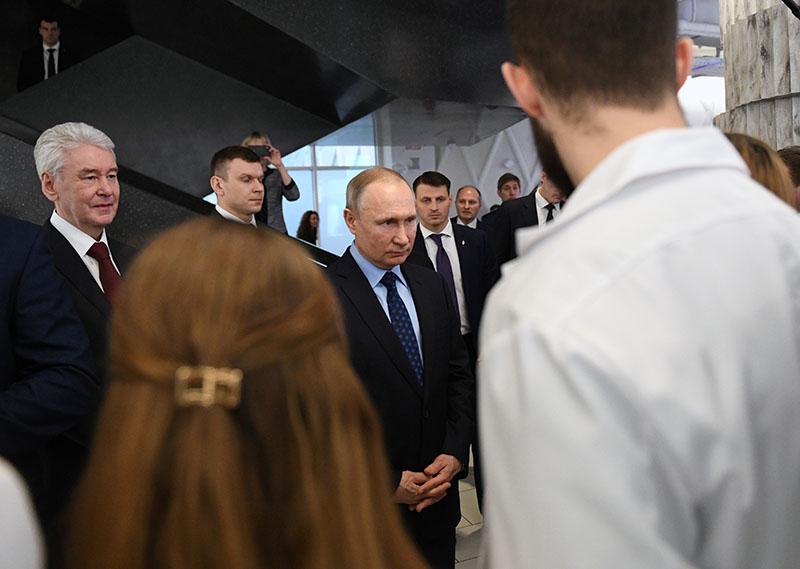 Владимир Путин прибыл в Коммунарку