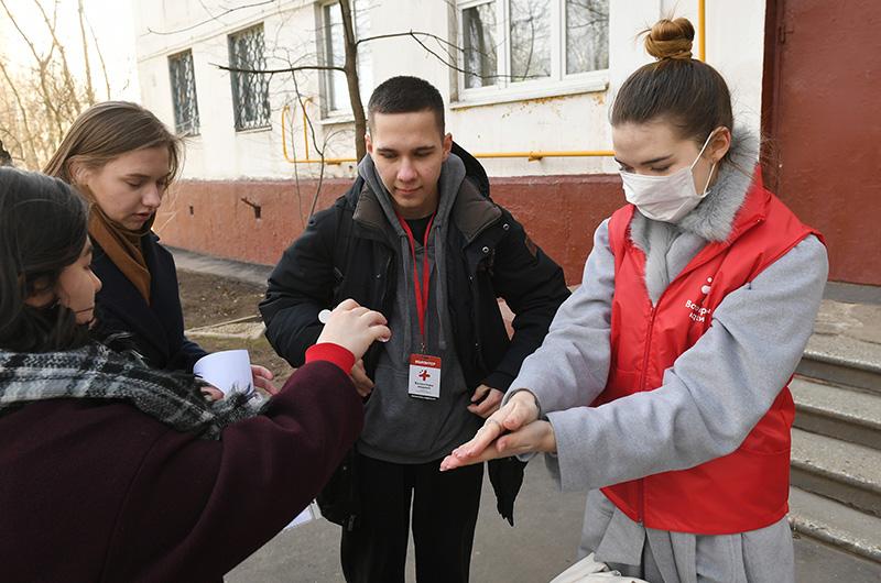 Помощь волонтеров пожилым людям в ситуации коронавируса