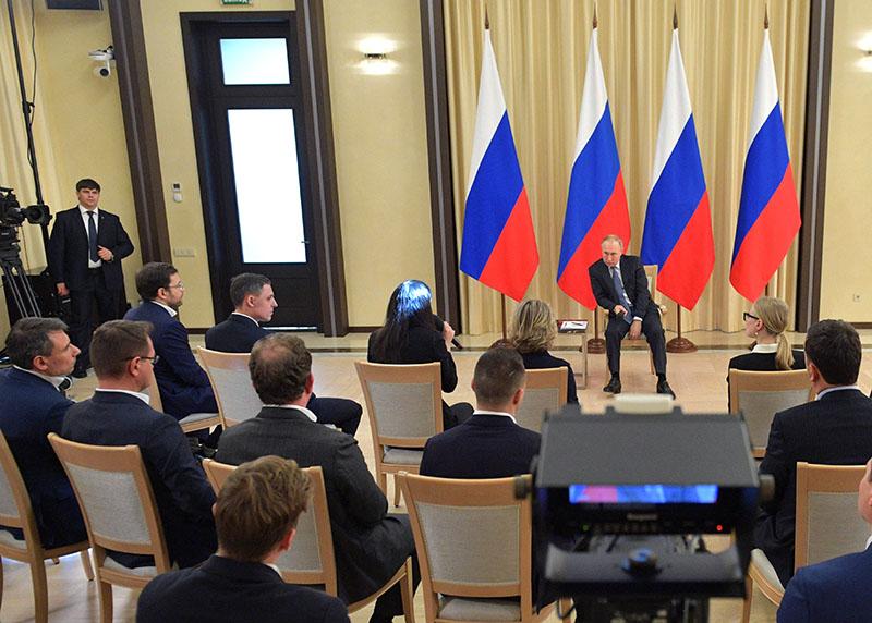 Владимир Путин во время встречи с представителями предпринимательского сообщества