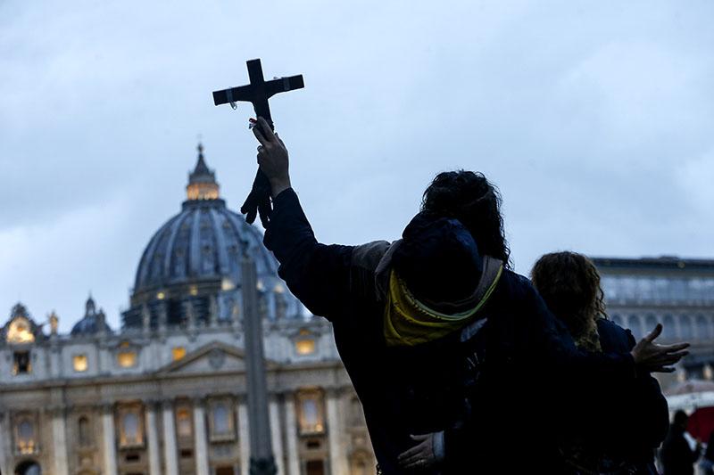 Тьма сгустилась над миром: Папа Римский обратился к верующим