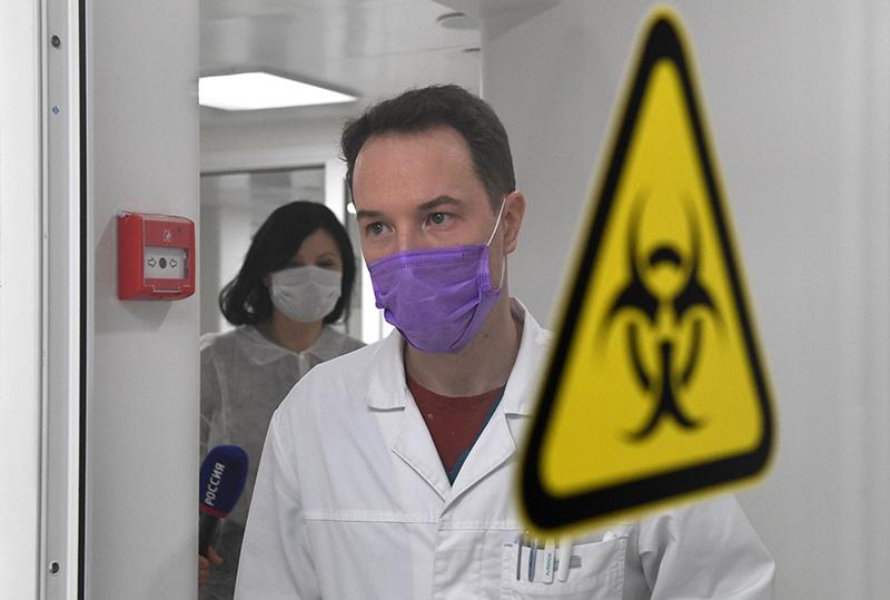 Сотрудники в вирусологической лаборатории