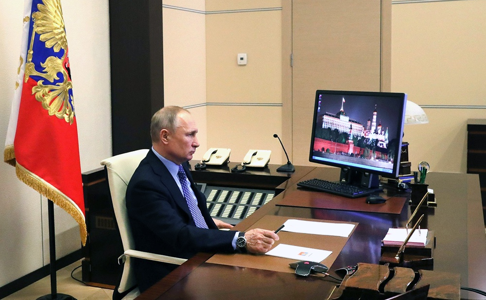Владимир Путин проводит онлайн совещание