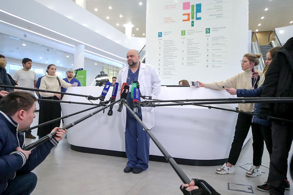 Главный врач московской больницы №40 в Коммунарке Денис Проценко