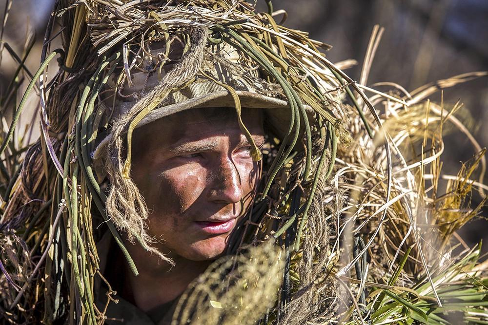 Военнослужащий в маскировке
