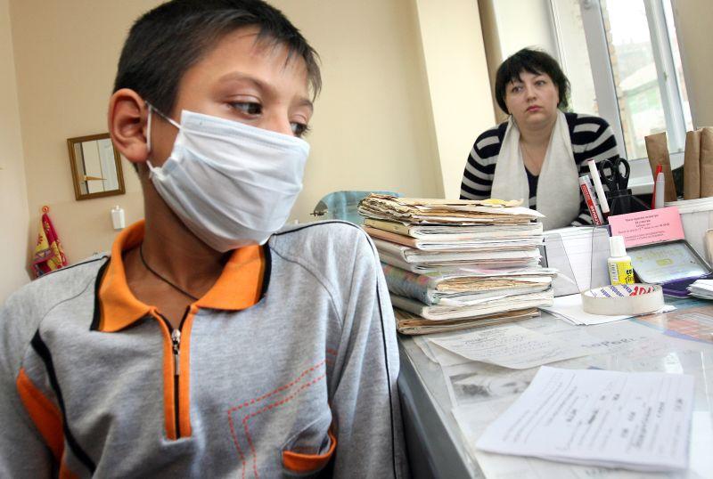 Мальчик в маске