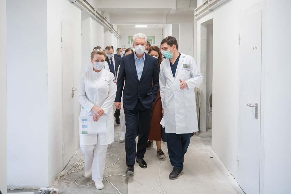 Сергей Собянин осмотрел строющуюся больницу