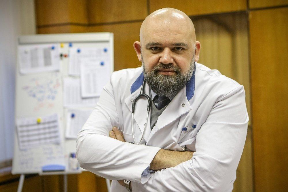 Главврач московской больницы №40 в Коммунарке Денис Проценко