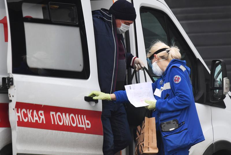 Бригада скорой медицинской помощи доставила пациента в больницу в Коммунарке