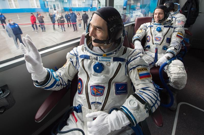 Члены экипажа МКС-63