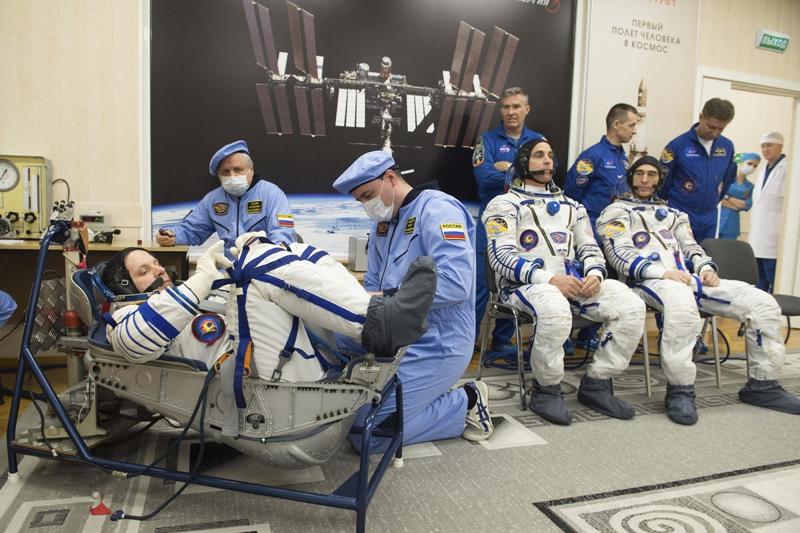 Подготовка космонавтов к вылету