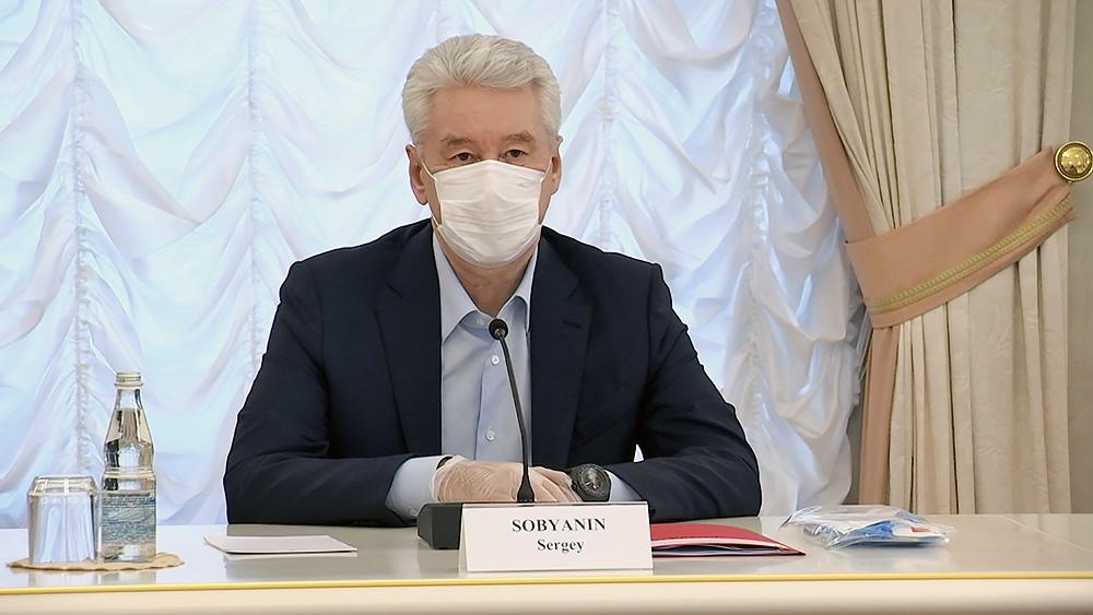 Сергей Собянин в медицинской маске