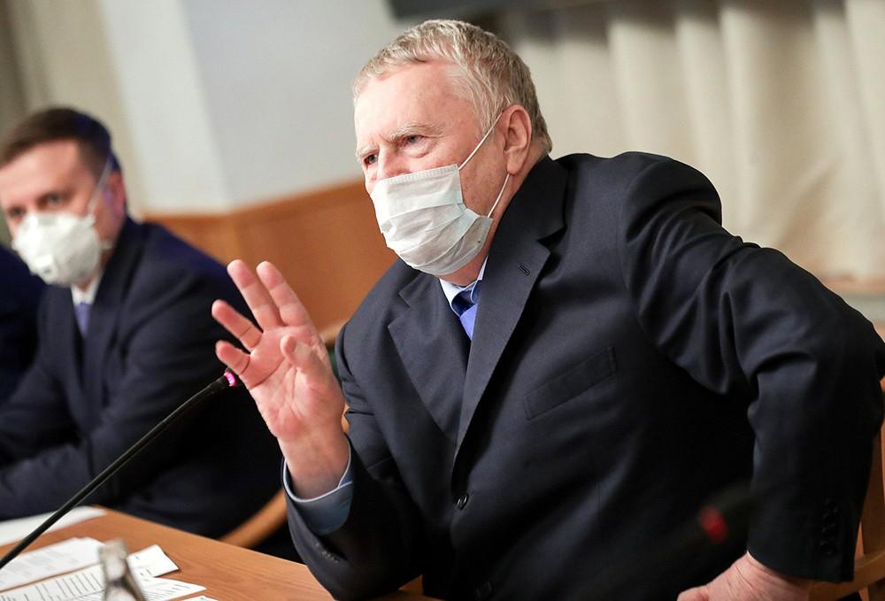 Владимир Жириновский в медицинской маске