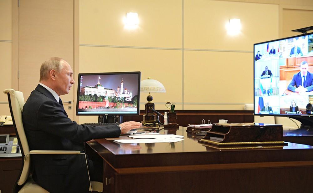 Владимир Путин проводит онлайн-совещание