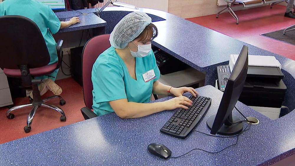 Медики за компьютерами
