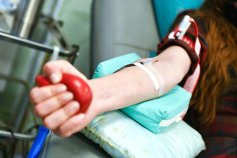 Сдача крови донорами