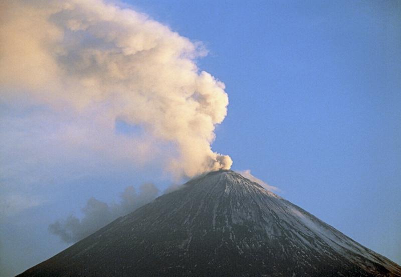Действующий вулкан Ключевая сопка на Камчатке