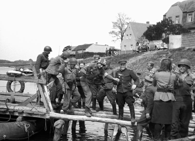 Встреча с союзными войсками на берегу Эльбы в 1945 году