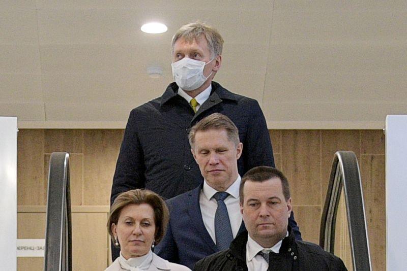 Дмитрий Песков в маске