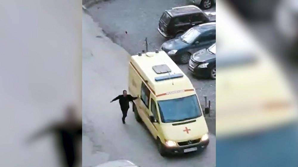 Мужчина напал на водителя скорой помощи