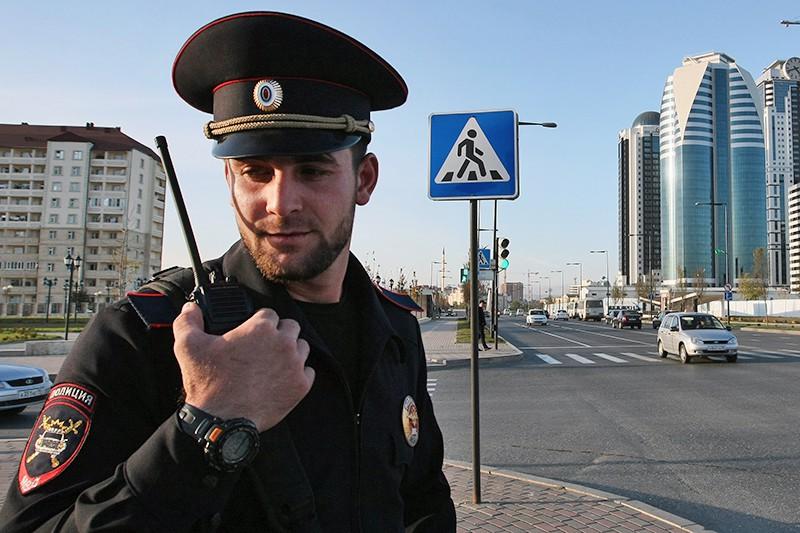 Сотрудник полиции в Грозном
