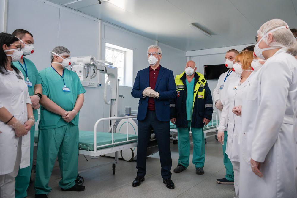 Мэр Москвы Сергей Собянин осмотрел временный госпиталь