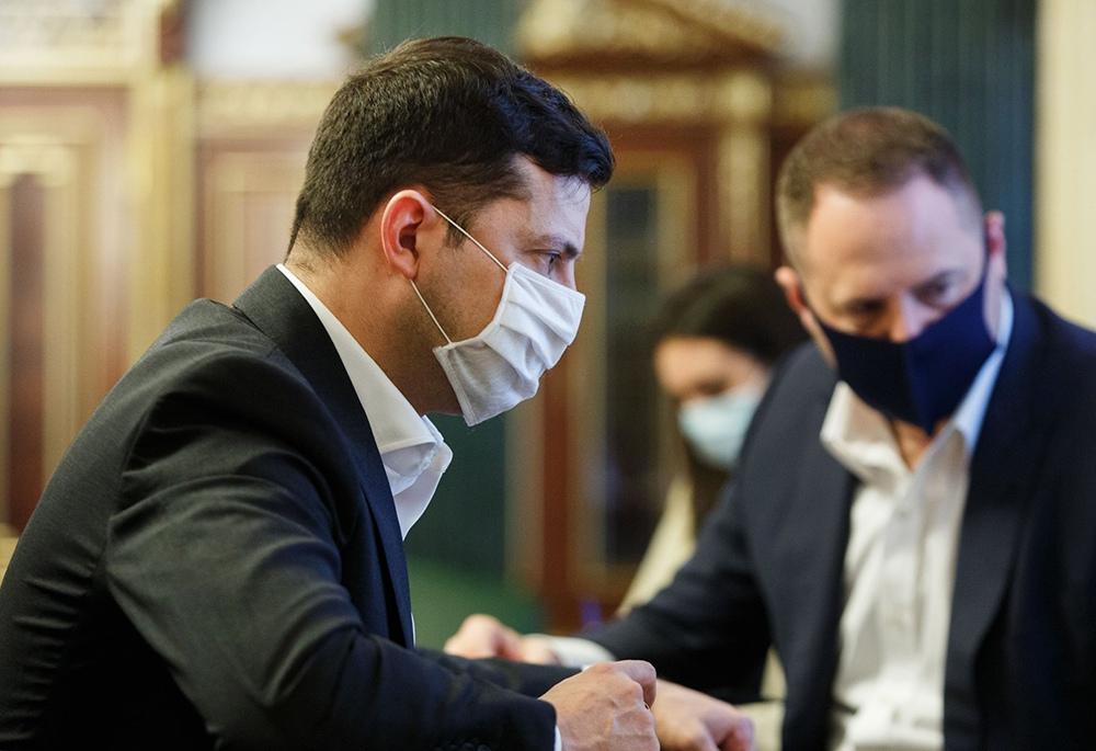 Владимир Зеленский в медицинской маске