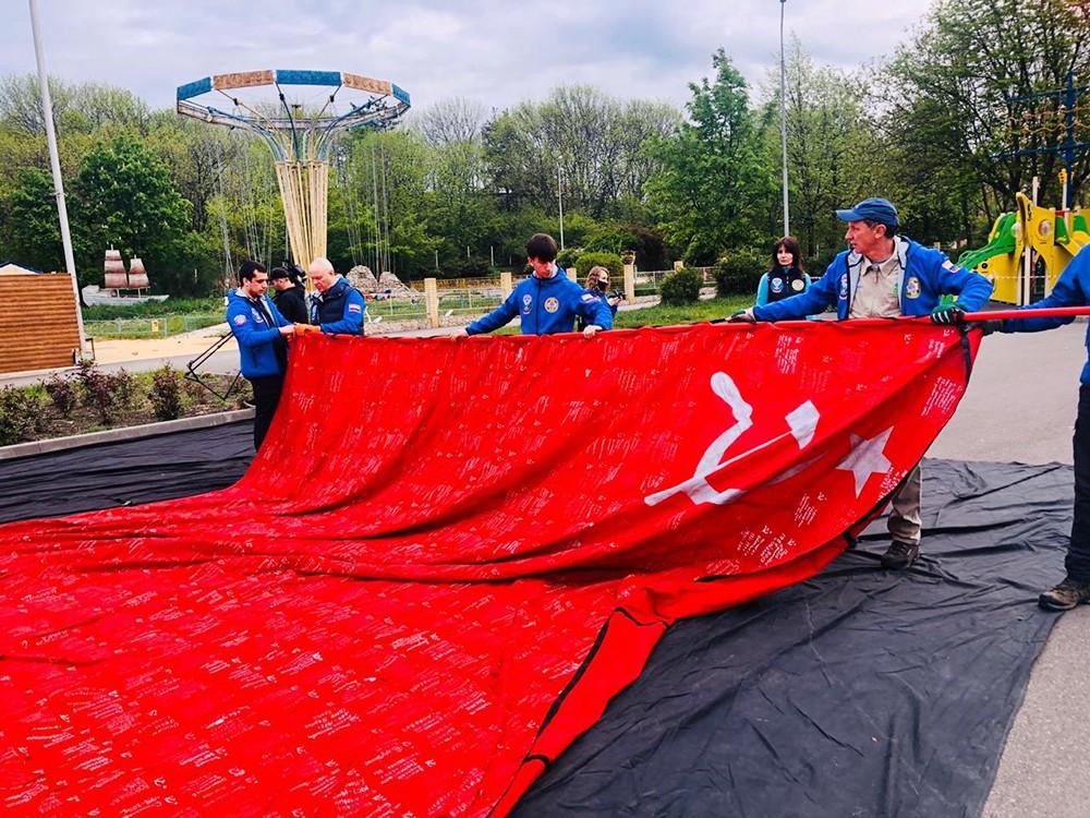 """""""Флаг победы"""" готовят к поднятию на воздушном шаре"""