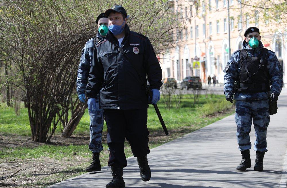 Патрули Росгвардии и полиции на улицах Москвы во время самоизоляции