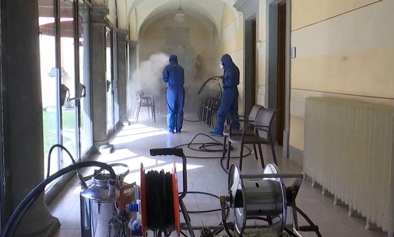 Российские военные специалисты проводят санитарную обработку пансионата для пожилых людей в провинции Брешиа в Италии