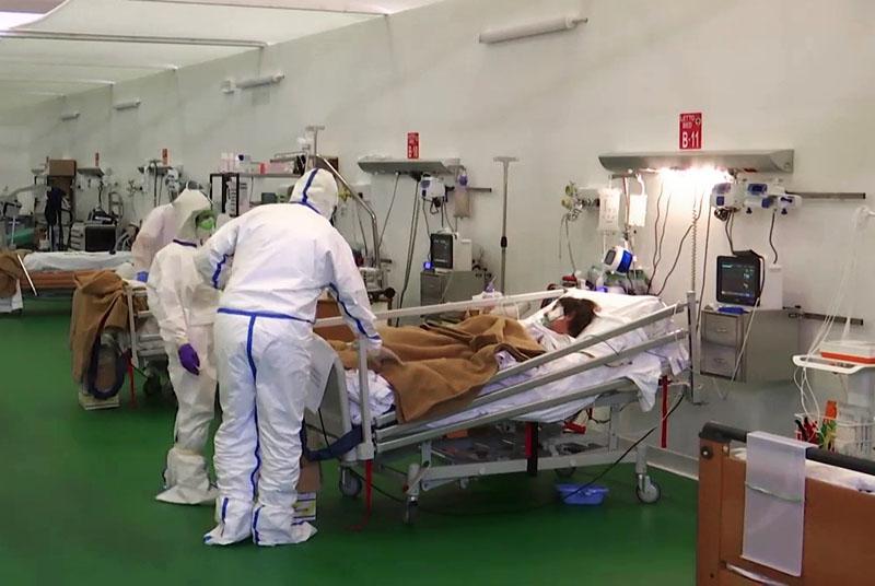 Работа российских военных врачей в полевом госпитале Бергамо