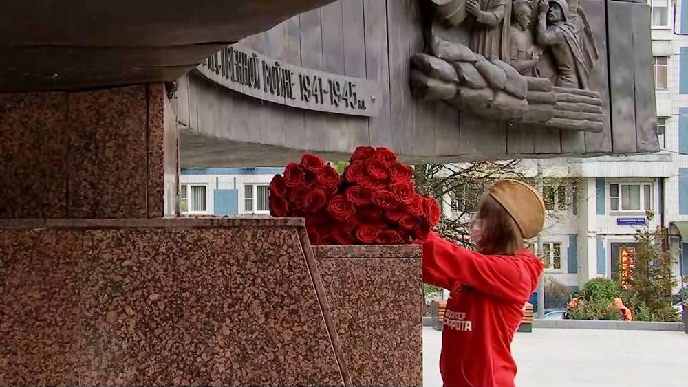 Возложение цветов к памятникам воинам Великой Отечественной