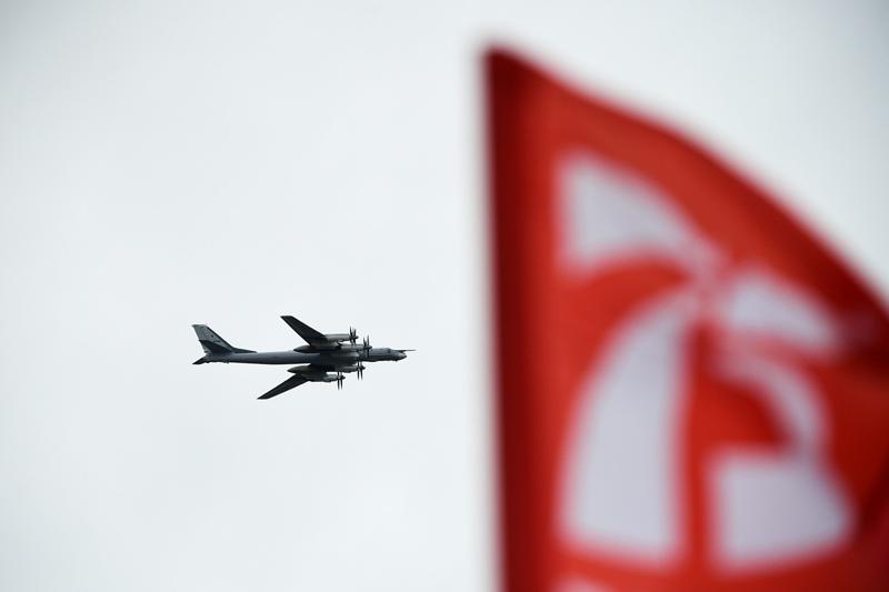 Стратегический бомбардировщик-ракетоносец Ту-95МС на воздушном параде Победы в Москве