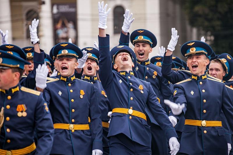 Выпускники военных вузов