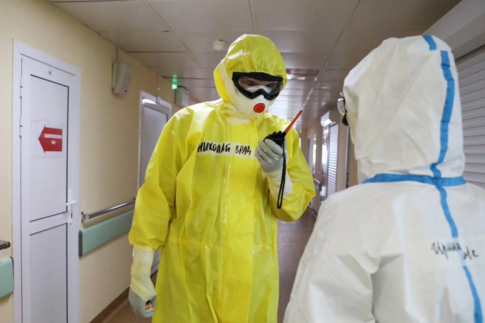 Врач в инфекционном отделении
