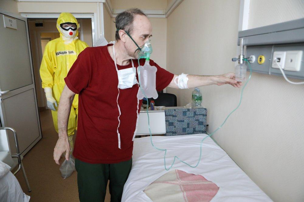 Врачи и пациенты инфекционного отделения