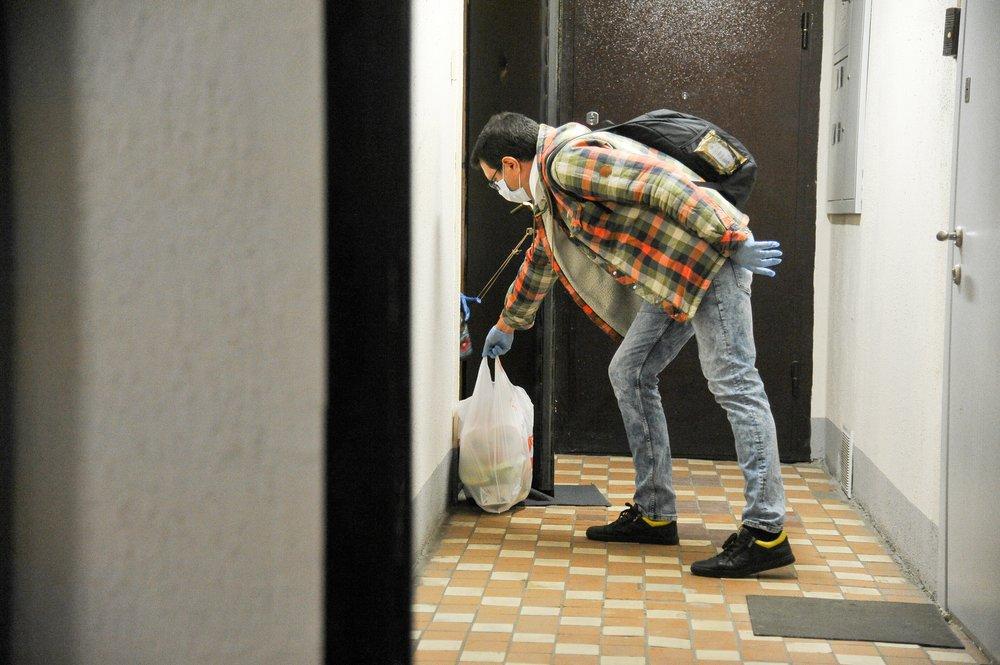 Соцработники оказывают помощь во время пандемии COVID-19
