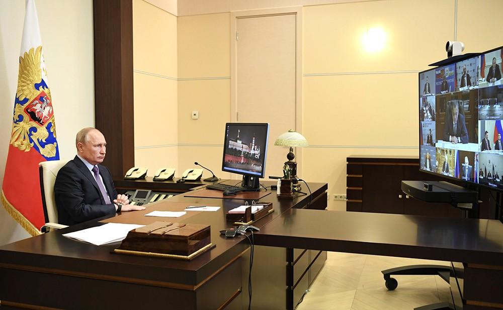 Владимир Путин во время видеосвязи