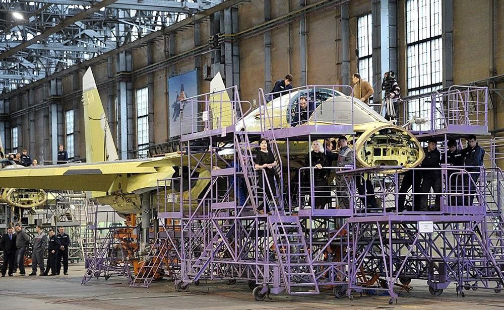 Сборка Су-34 на авиационном заводе