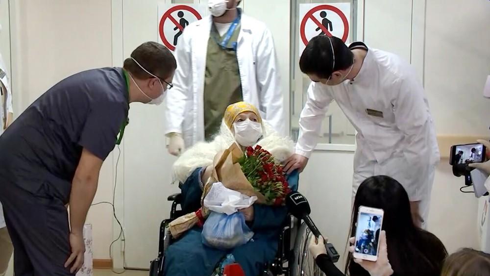 Выписка пациентки переболевшей коронавирусом