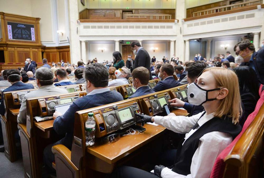 Депутаты Верховной Рады Украины в защитных масках