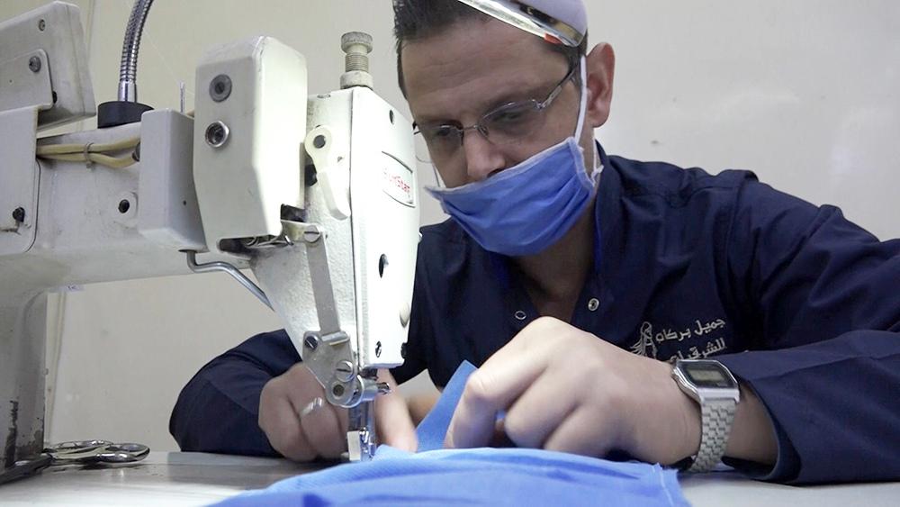 Производство медицинских масок в Сирии