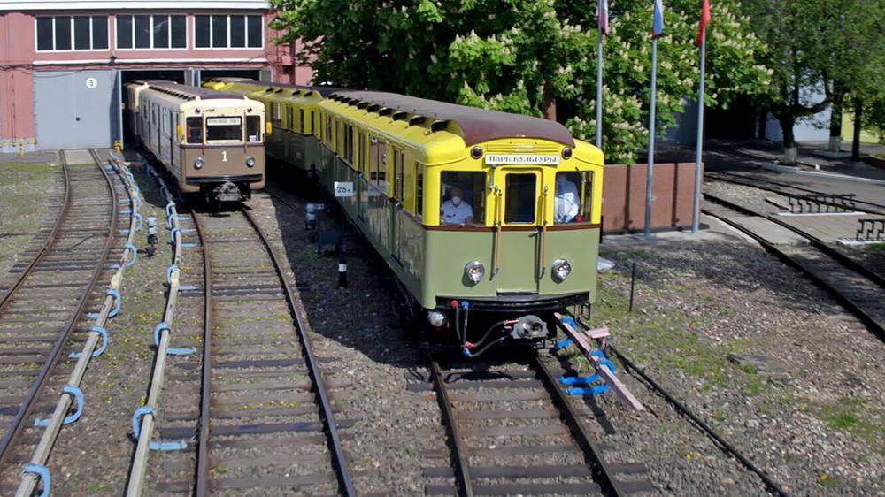Ретро-поезда метро