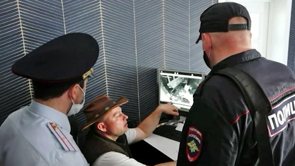 Следователи изучают запись видеонаблюдения